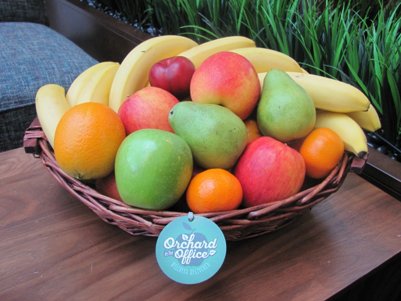 25-piece fruit basket