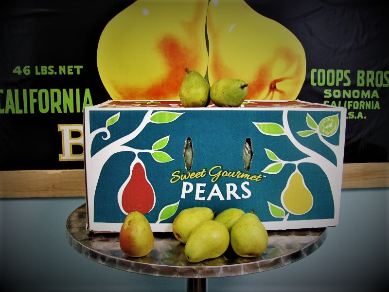 Box of d'Anjou pears with fruit displayed